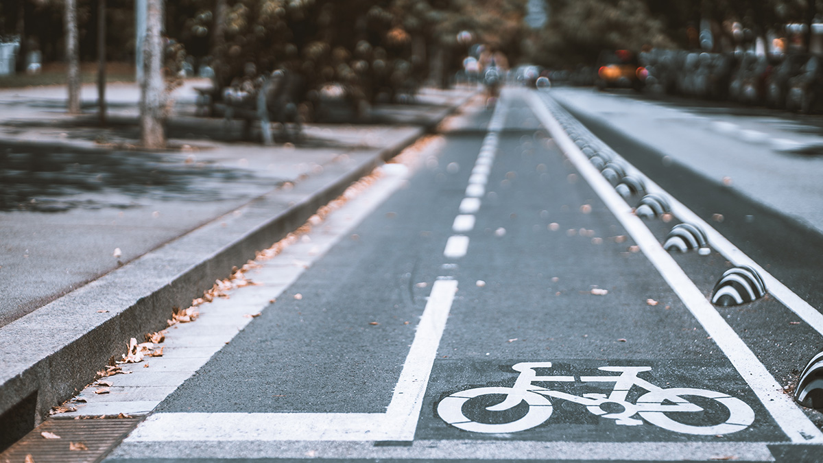 ¿Qué vehículos pueden circular por el carril bici?