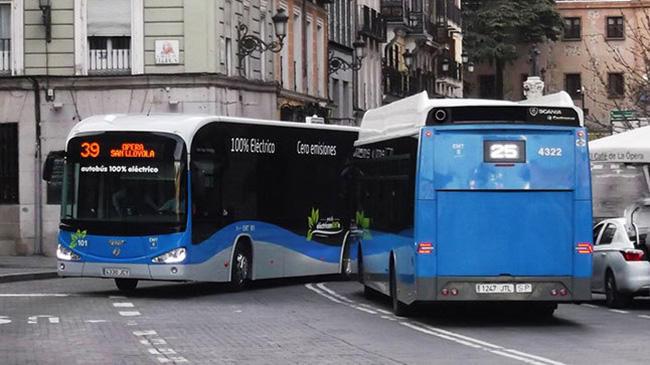 El uso del transporte público se mantiene a pesar de la pandemia, de acuerdo con Moovit
