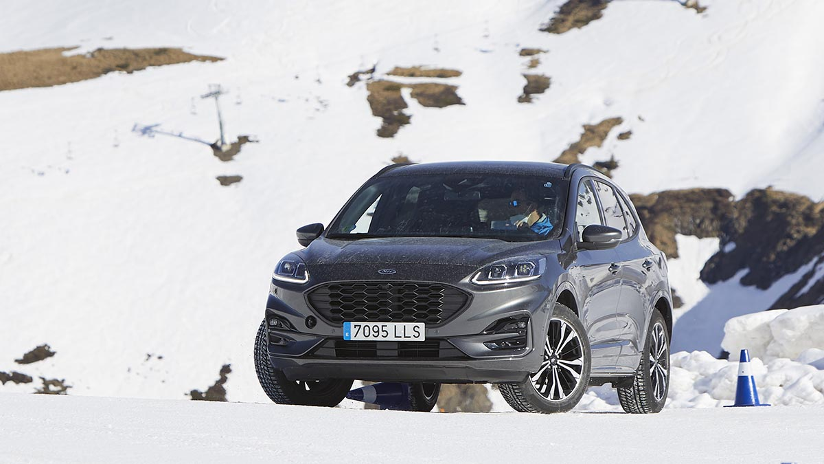 Ford Kuga Hybrid (FHEV) AWD 2021: primera prueba