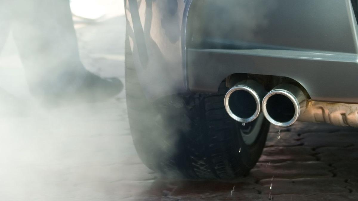 Qué emite más NOx, ¿un coche diésel actual o un gasolina previo al año 2000?