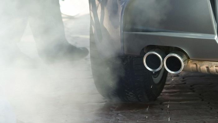 humo tubo de escape