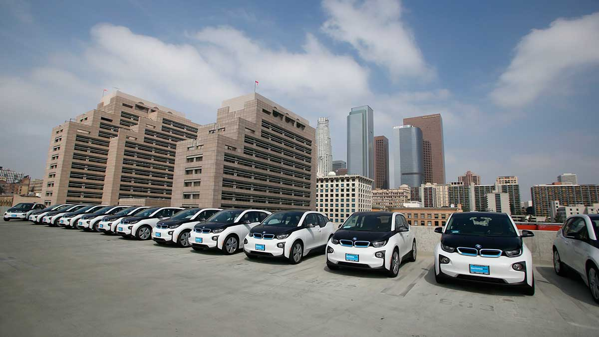 los angeles takes delivery of bmw i3 bevs for lapd use 2016100758712h