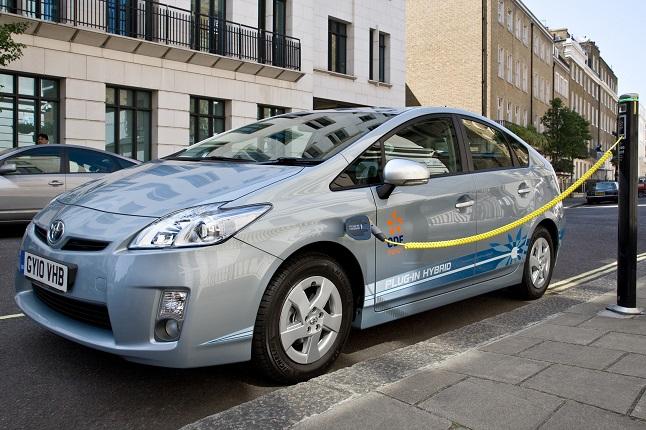los hibridos enchufables ganaran terreno a los coches electricos