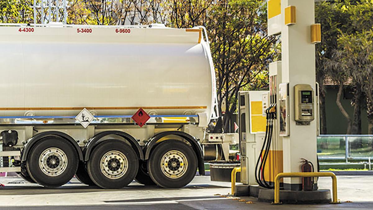 El precio de la gasolina se desploma por la baja demanda