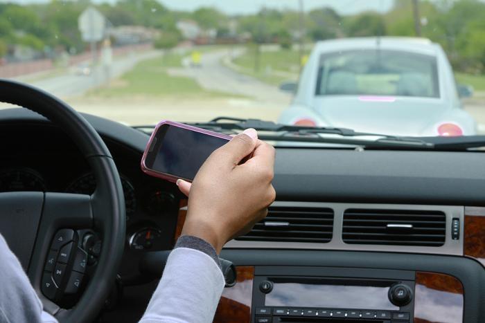 En Navidad: si conduces, no chatees