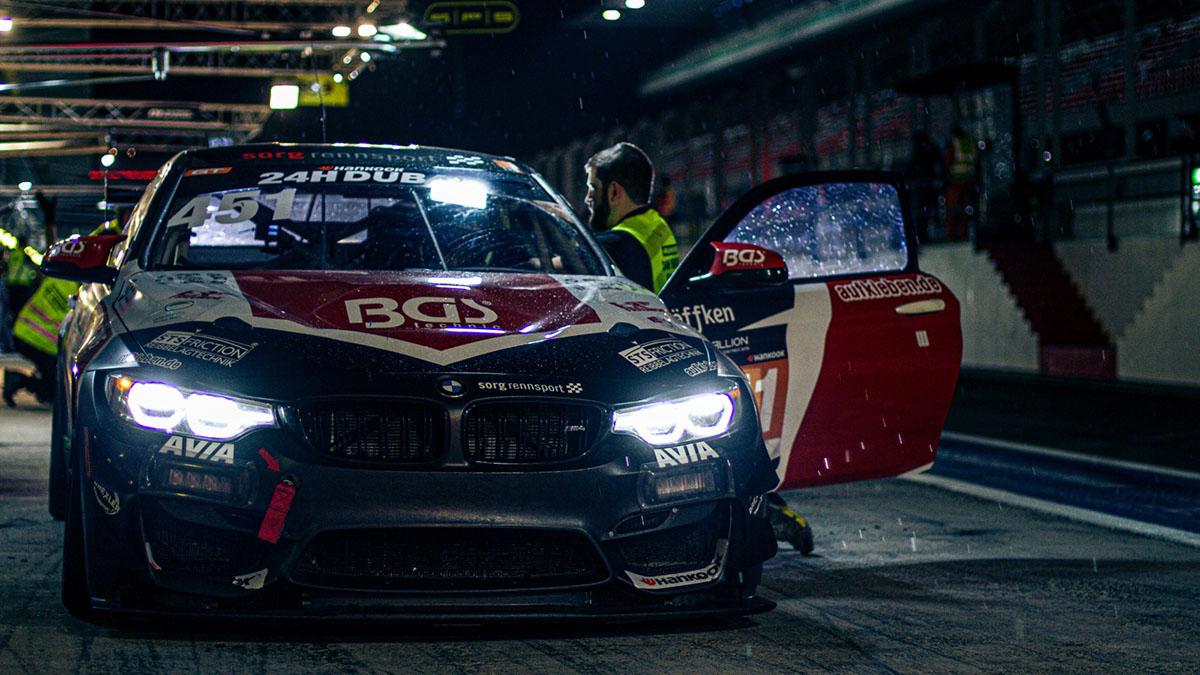Vive en directo las 24H de Dubai con nuestro piloto EVO José Manuel de los Milagros a los mandos del BMW M4 GT4