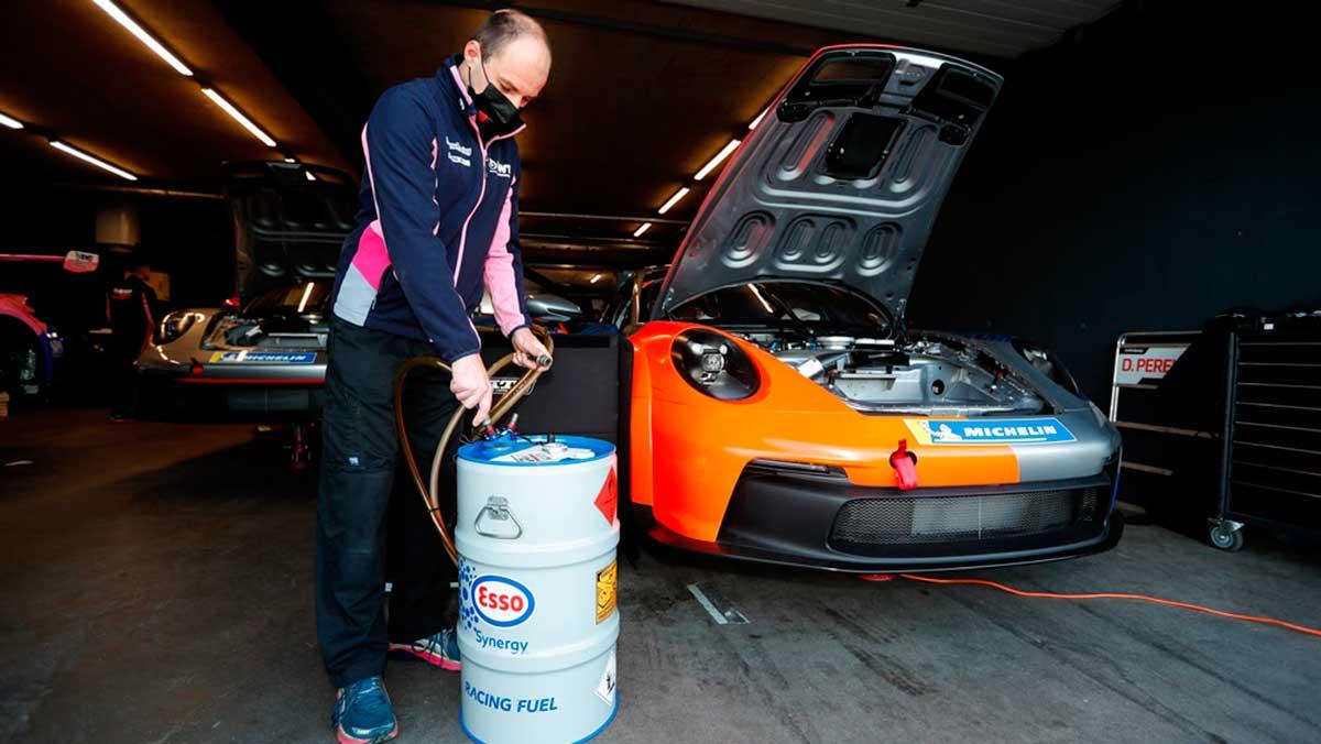 Porsche ya trabaja en un nuevo combustible de competición bajo en carbono