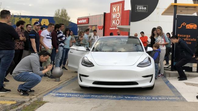 El Tesla Model 3 ya rueda por España