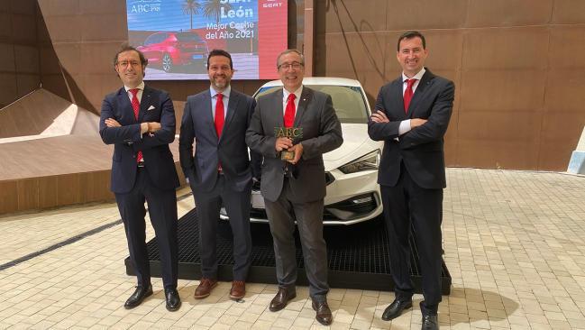 Seat León recibe el premio 'ABC Mejor Coche del Año 2021'