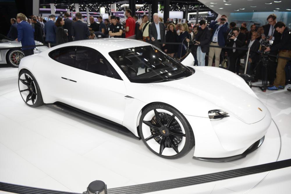 Porsche Mission E: eléctrico de 600 CV y 500 km de autonomía