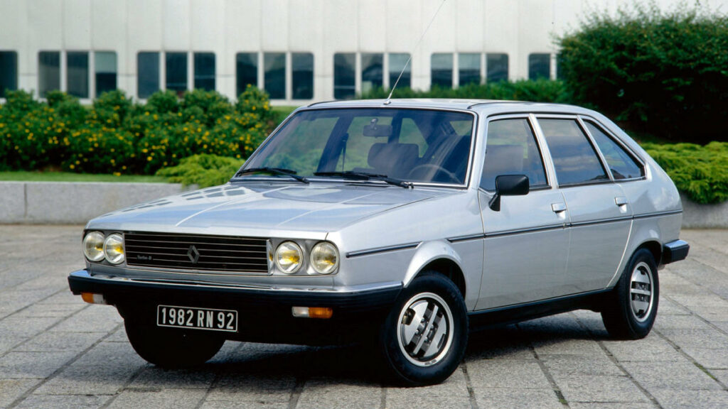 Este modelo incorporaba una interesante novedad en su motor diésel de 2,1 litros y 85 CV: el primer intercooler.