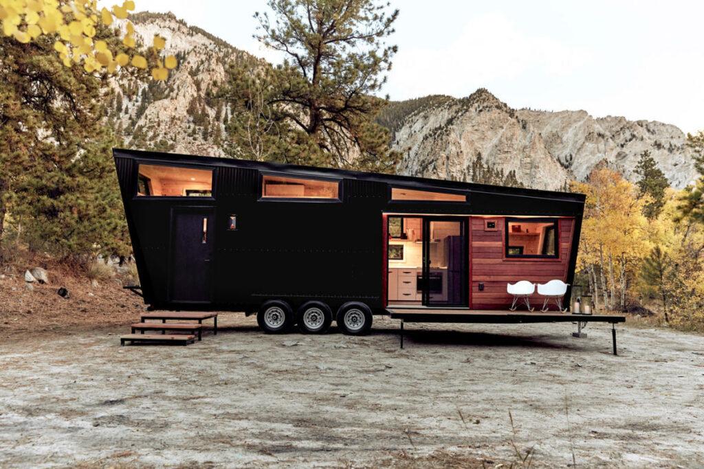 Con una tarifa que no llega a los 130.000 euros, la autocaravana Land RV Draper resulta mucho más asequible que el Cami Terra Wind… aunque no deja de ser una auténtica mansión con ruedas.