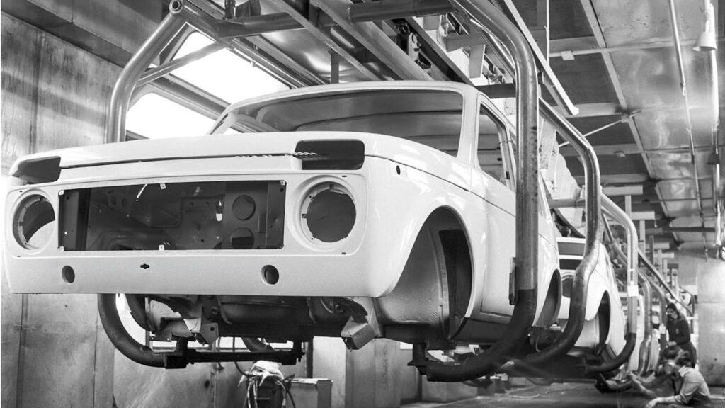 Hitos de Autovaz.El modelo 2121 o Zhiguli (en la imagen) estaba basado en el FIAT 124, que se construyó entre 1970 y 2012. A diferencia de aquel, el Niva se fabricaba a partir de una carrocería autoportante.