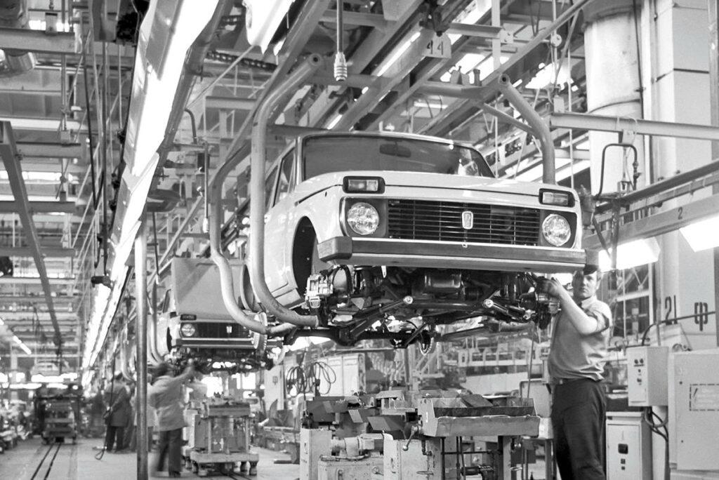 Esta imagen, de 1977, muestra el avanzado grado de desarrollo de la factoría, puesta en marcha con la ayuda de FIAT.