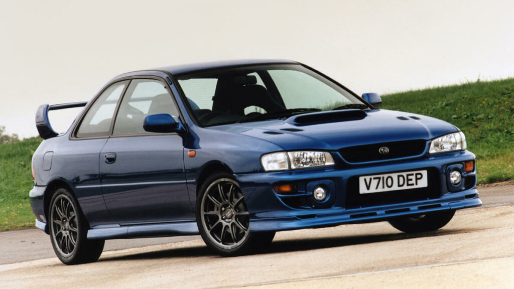 El Subaru Impreza P1, del que tan solo se fabricaron 1.000 unidades, no llegó al mercado español, no obstante, es toda una leyenda entre los automóviles japoneses 'noventeros'.
