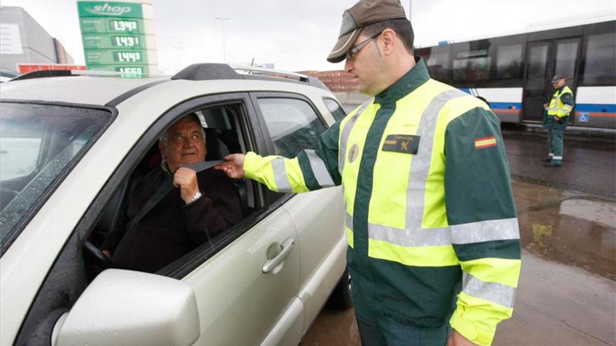 ¿Cuál es la multa por no utilizar el cinturón de seguridad?