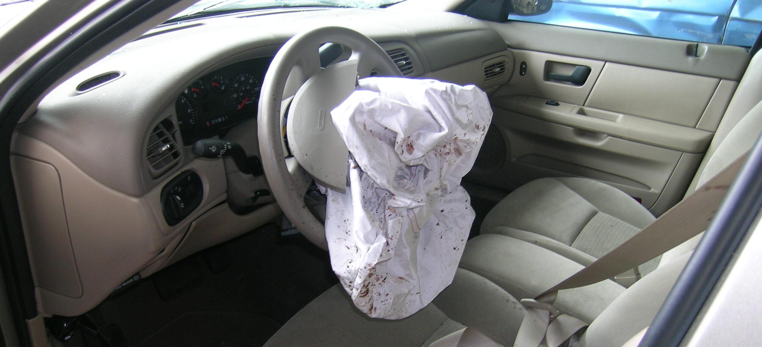¿Cuánto cuesta cambiar un airbag?