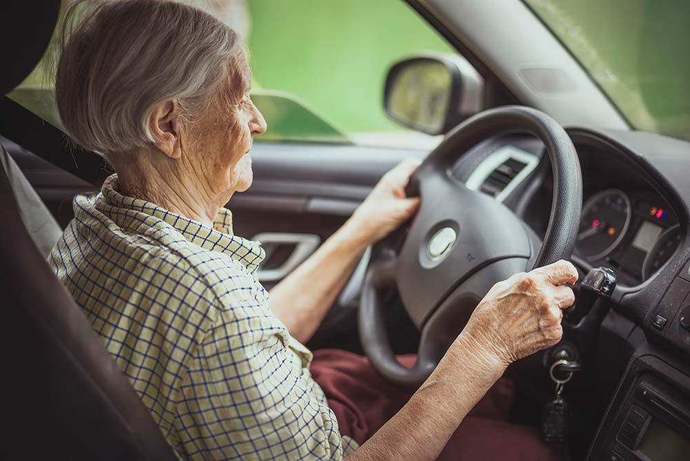 Los conductores de más de 65 años, «peligrosos» para un tercio de los españoles