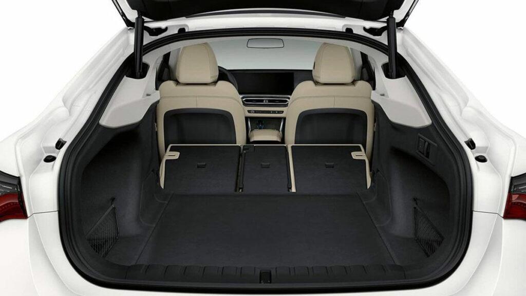 BMW i4 Maletero