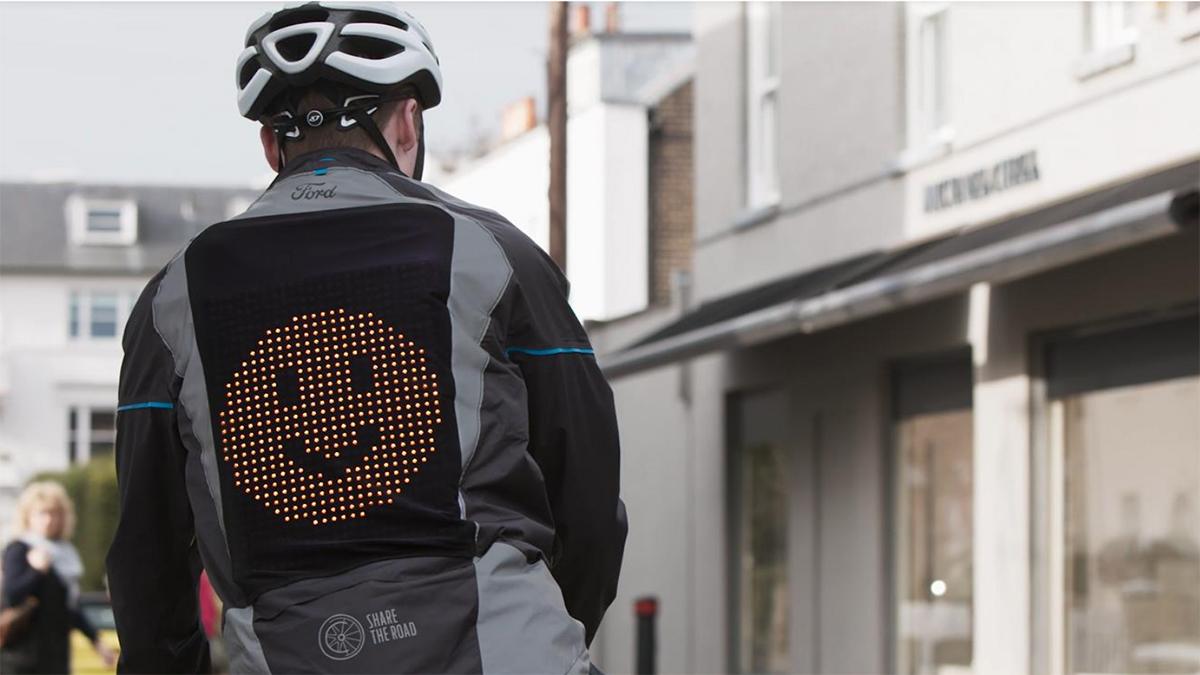Ford crea una chaqueta Emoji para ciclistas