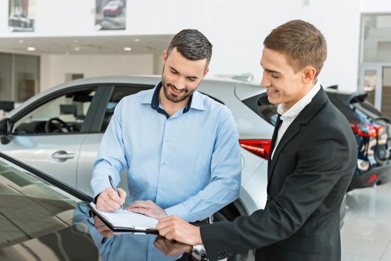 ¿Cuál es el plazo máximo para entregar un coche a su comprador?