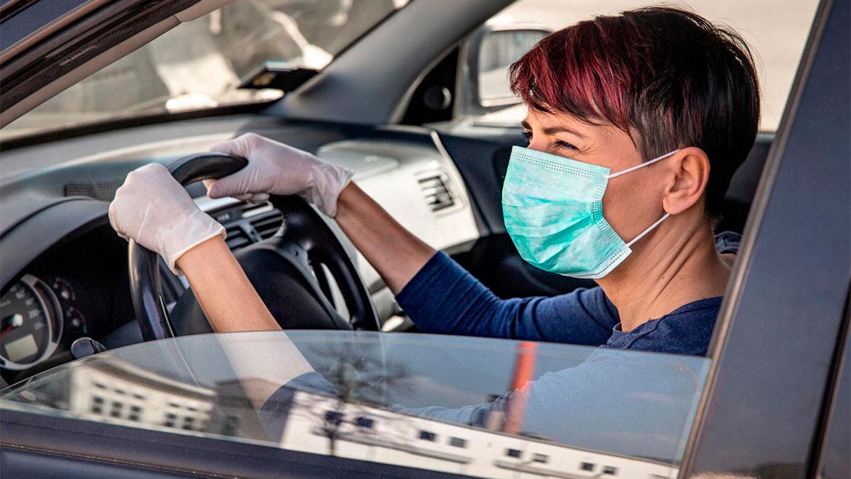 ¿Cuál es la multa por quitarte la mascarilla mientras conduces?