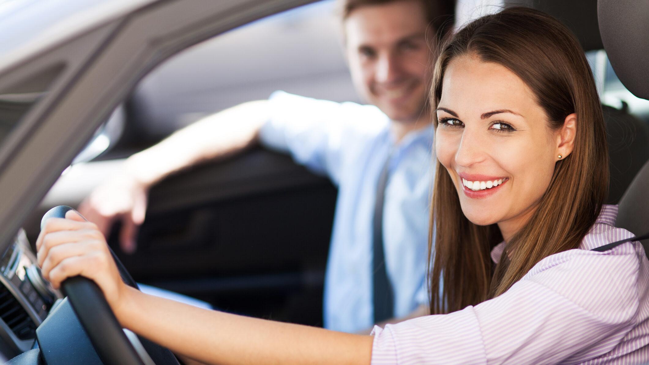 Ahorra hasta un 50% en tu seguro de coche con Hello Auto