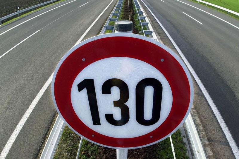 el gobierno britanico quiere elevar los limites de velocidad a 130 kmh