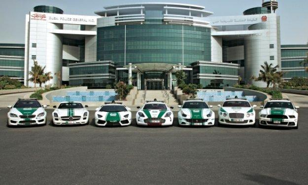 Dubai presume de coches de Policía