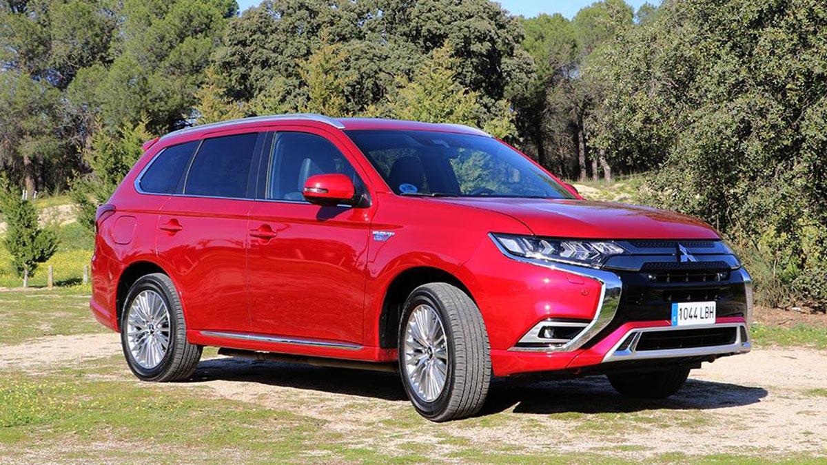 Mitsubishi Outlander PHEV 2021: un SUV con 224 CV, etiqueta 0… ¡y 15.100 euros de descuento!