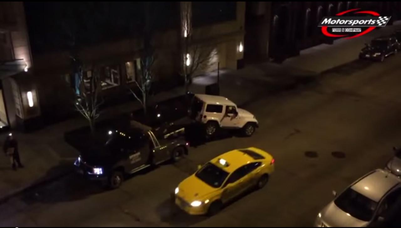 De esta manera un conductor evita que la grúa se lleve su coche