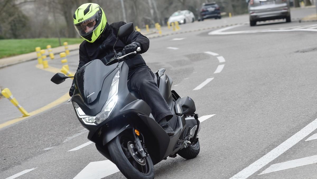 Prueba Honda PCX 125: Elevando el factor «X» en 2021