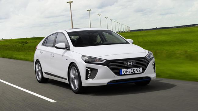 Hyundai Ioniq  o Toyota Auris Hybrid: ¿cuál comprar de segunda mano?