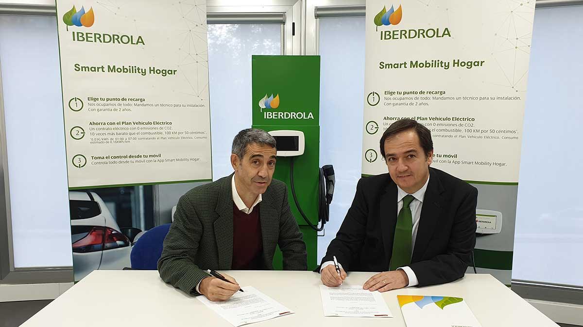 iberdrola firma convenio con amda para fomentar movilidad sostenible