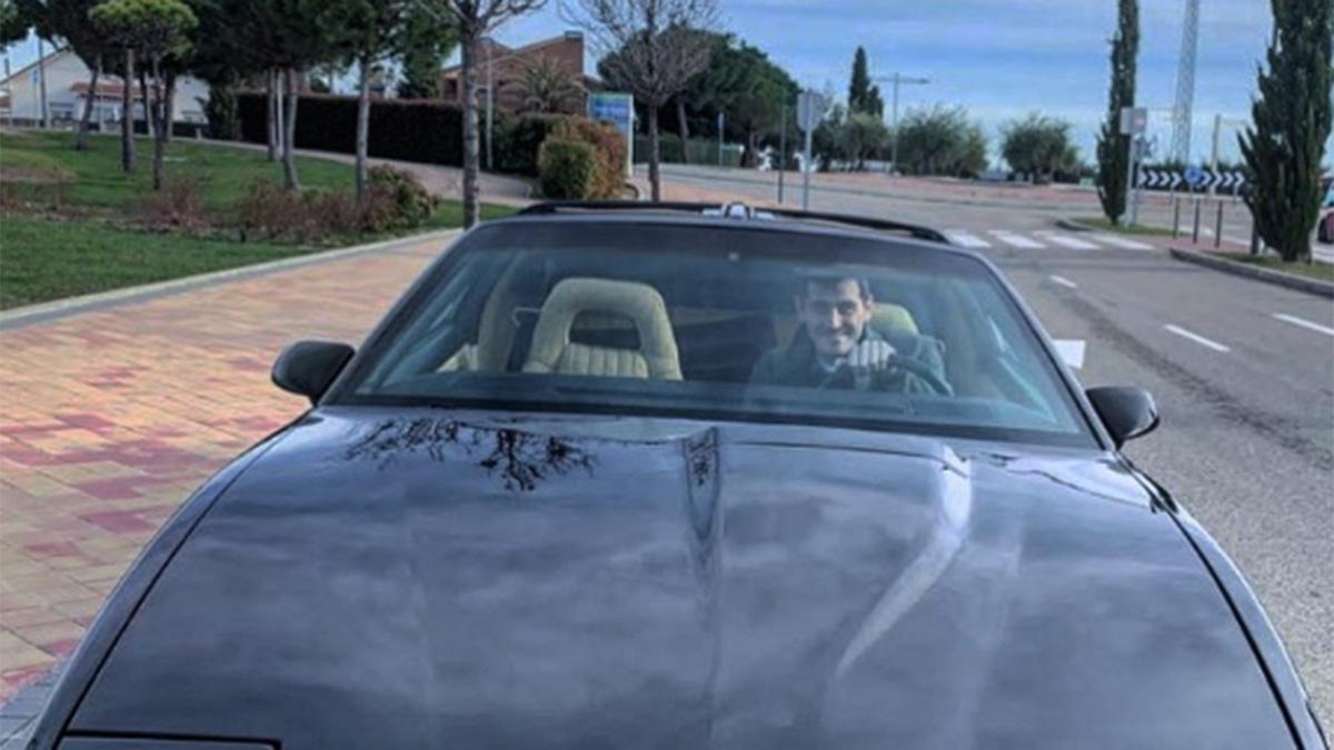 Una réplica de KITT, el coche fantástico, la última adquisición de Iker Casillas
