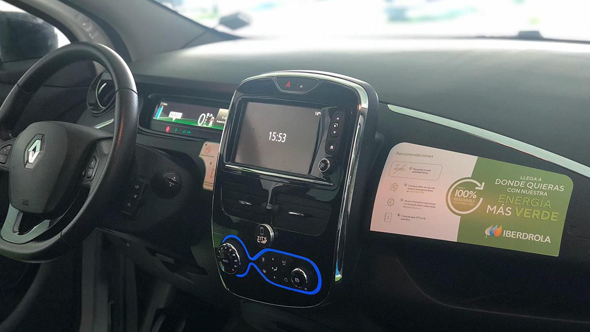 interior vehiculo zity con imagen iberdrola