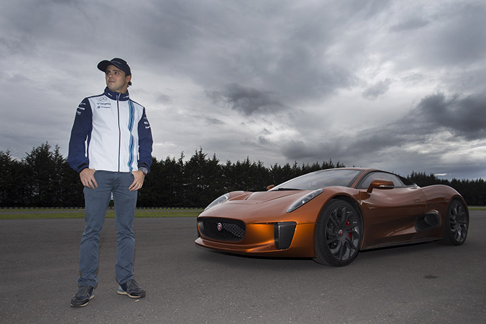 Felipe Massa prueba el Jaguar C-X75 de la nueva película de James Bond