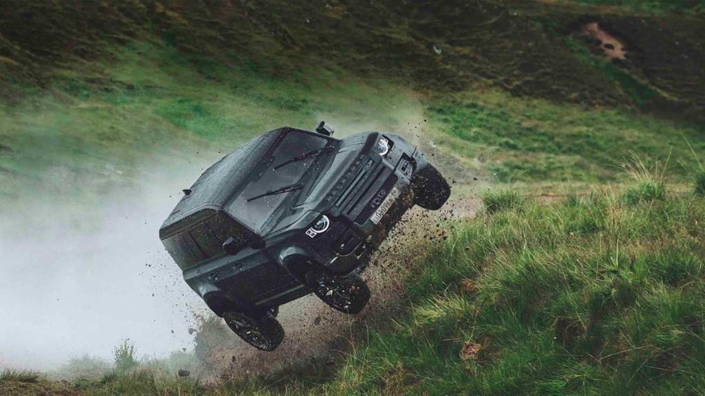 Vídeo: Land Rover Defender 110, protagonista en la última película de James Bond