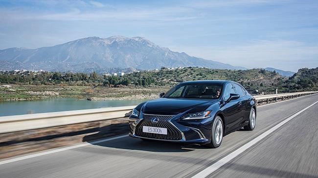 Prueba Lexus ES 300h 2021: un restyling que acentúa sus virtudes