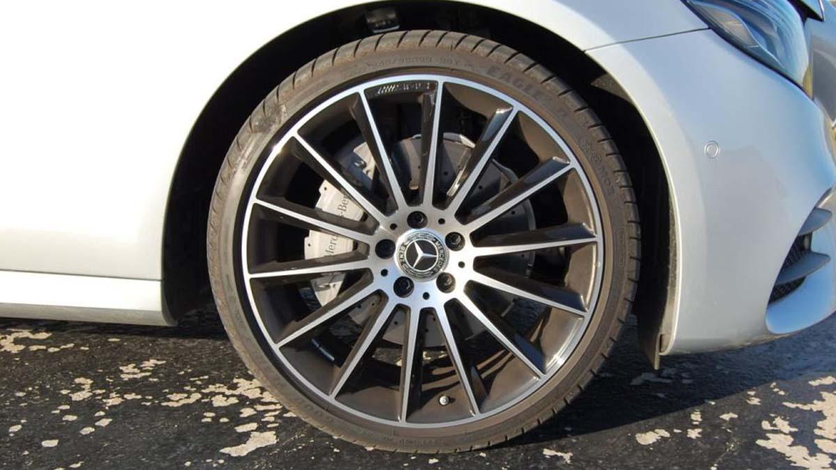 ¿Dejo los neumáticos Runflat de serie o los cambio por unos convencionales?