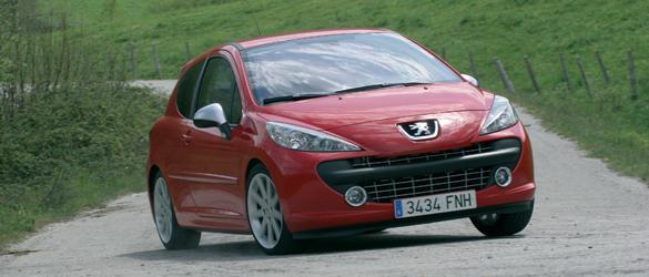 Enrique García Ojeda prueba el Peugeot 207 RC