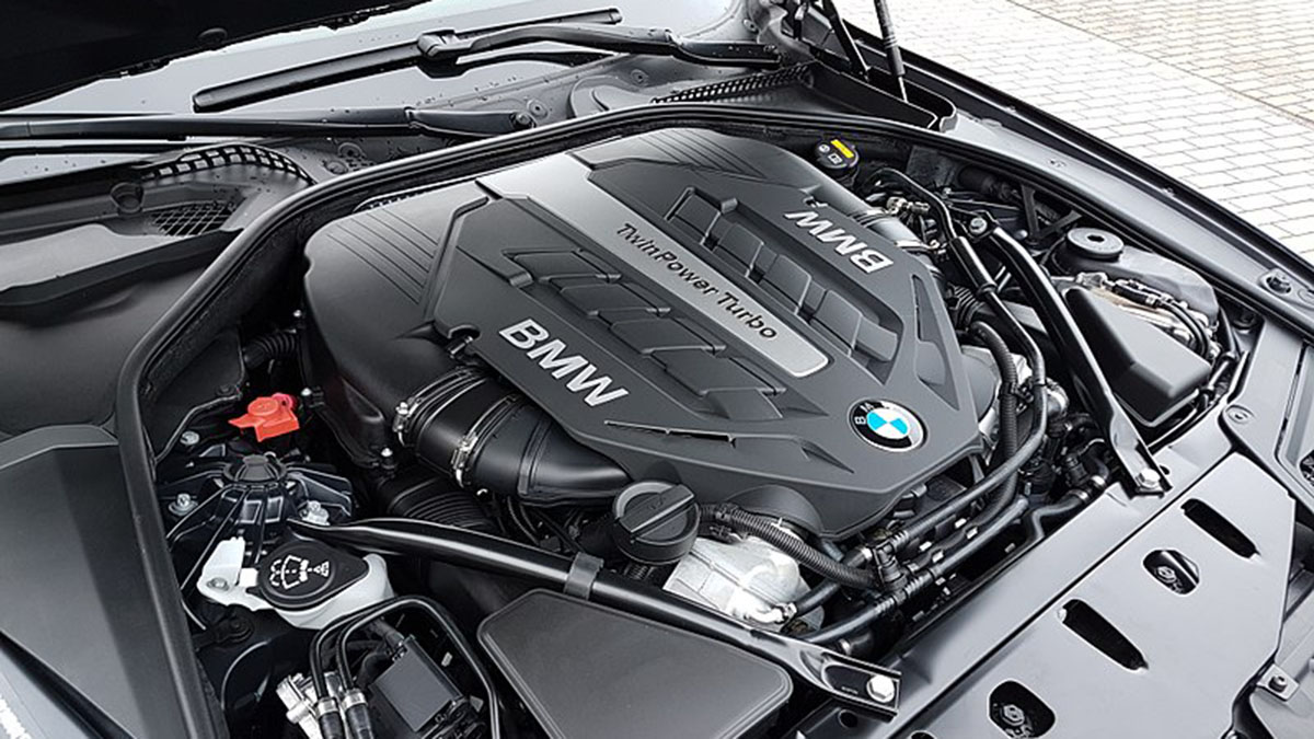 ¿Qué sistemas incorporan los motores modernos para reducir el consumo?