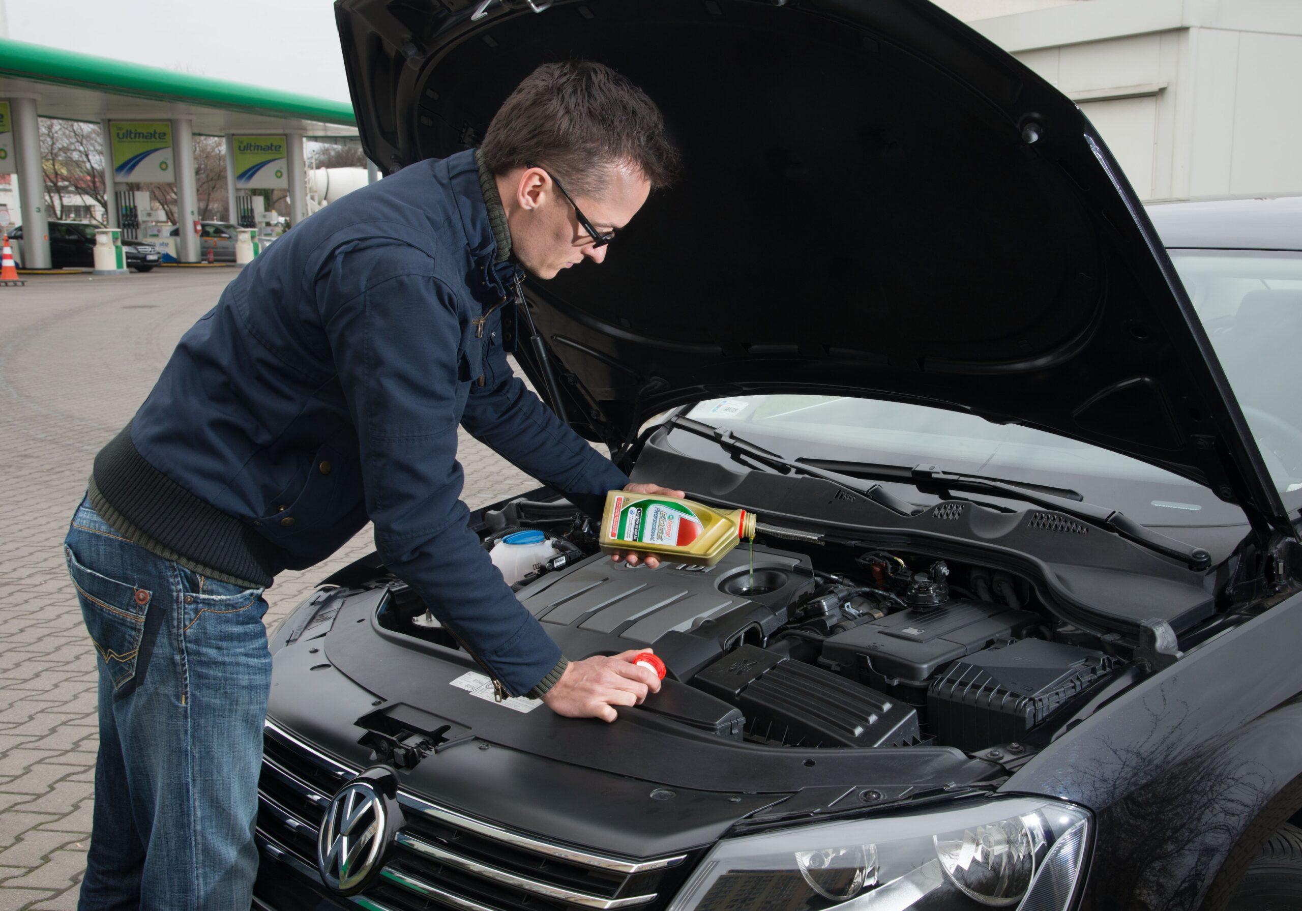 na dolewke powinno sie uzywac tego samego oleju ktorym zalano silnik podczas ostatniej wymiany scaled