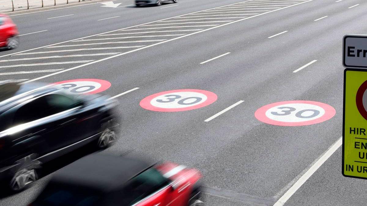 ¿Cuáles son las multas por exceso de velocidad con el nuevo límite en ciudad de 30 km/h?