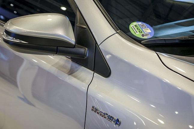 Los vehículos híbridos ya pagan un 50% menos en los parquímetros en Madrid