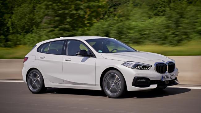 BMW Serie 1, con el motor gasolina de 140 CV y el acabado M Sport, por 160 euros al mes