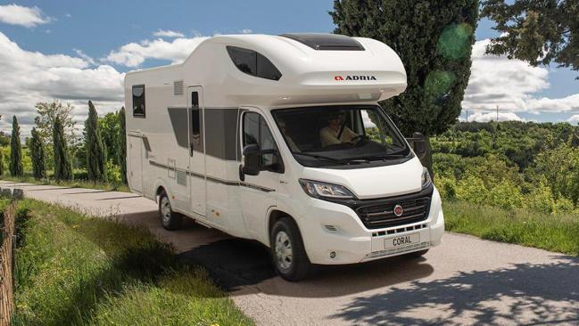 La autocaravana Adria Coral XL ofrece aventura camper para siete ocupantes