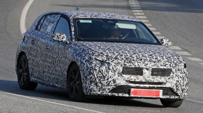 Nuevo Peugeot 308 2021: fotos espía con la parrilla frontal 'descubierta'