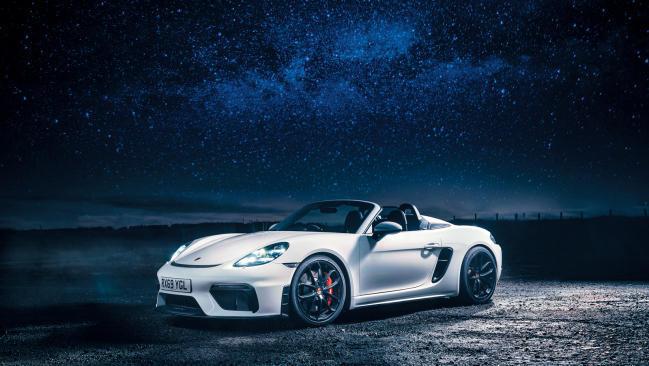 Paseo nocturno con el Porsche 718 Spyder