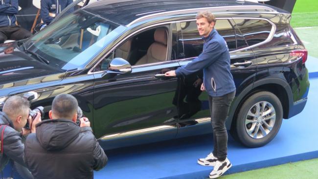 Los jugadores del Atlético de Madrid reciben el Hyundai Santa Fe